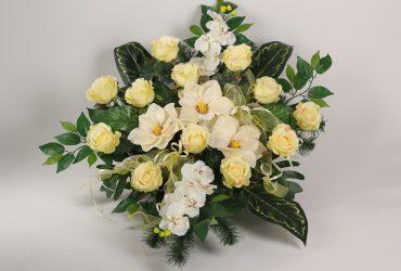 stroik z bialych kwiatów