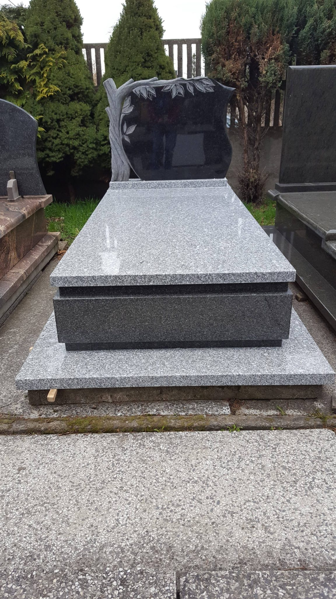 pomnik pojedynczy granitowy