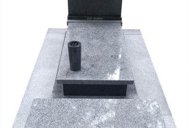 Nagrobek z ławką z granitu