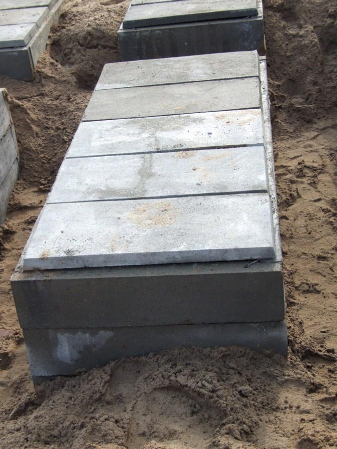 Grobowiec piwnice grobowe grobowce pieczary katakumby PRODUCENT