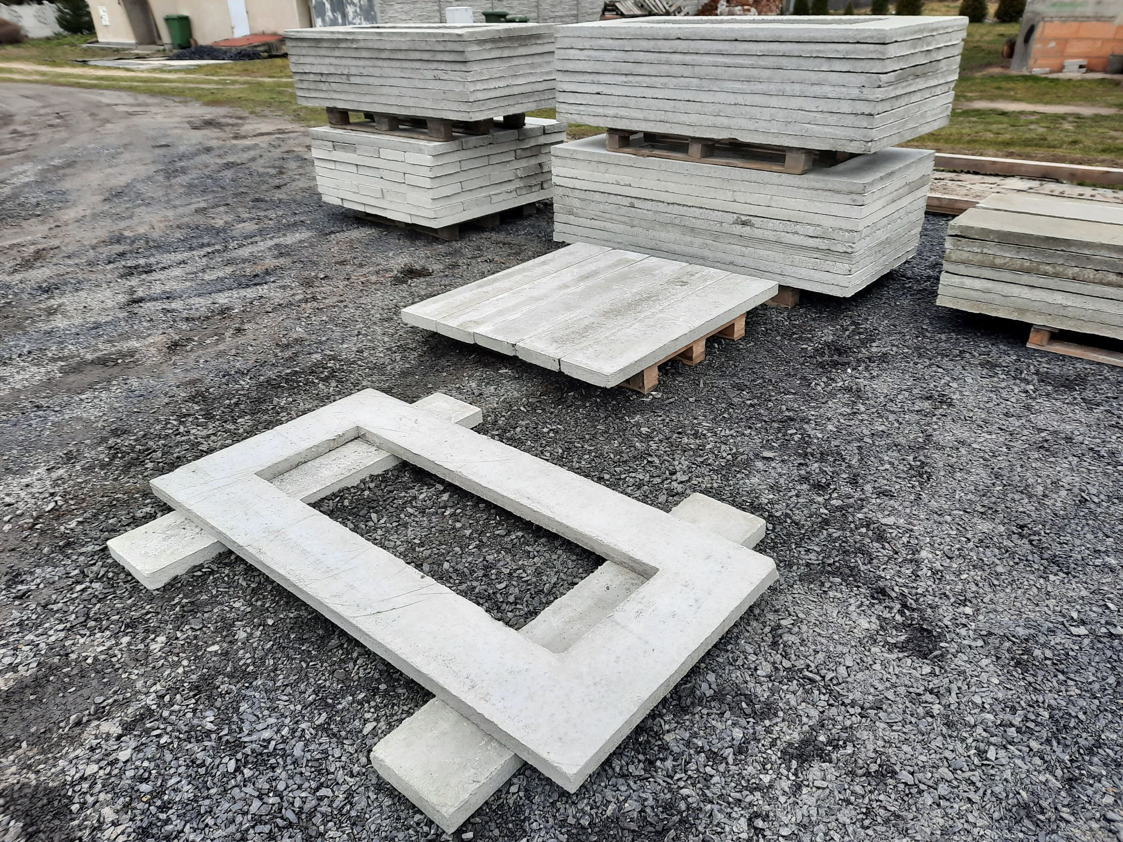 Oferujemy ramy betonowe będące podstawą (fundamentem) nagrobka.